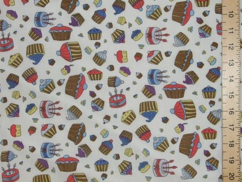 Polycotton Prints - Cupcakes (White)